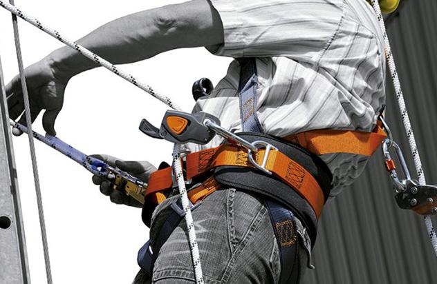 Você precisa saber usar o trava-quedas para trabalho em altura!